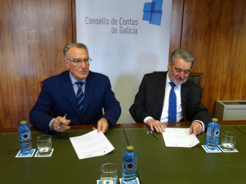 Alfredo García e José Antonio Redondo no acto de sinatura do protocolo anticorrupción Fegamp e Consello de Contas